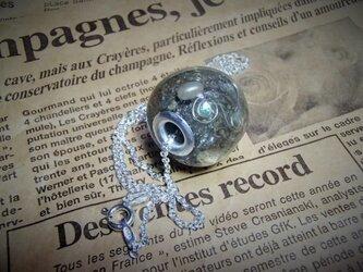 珍品/ビスマス/とんぼ玉仕立てネックレスの画像