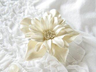 革のコサージュ フェアリーローズ(アイボリー)の画像