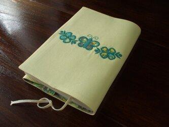 蝶と花アップリケの文庫本ブックカバー 黄色の画像