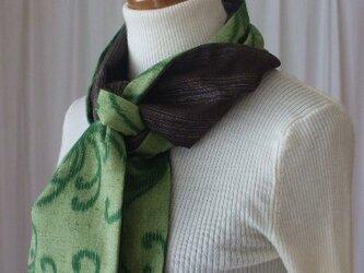 大輪の菊が見事な紬のストール 絹の画像
