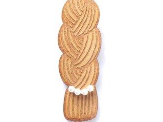 三つ編みブローチの画像
