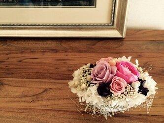 3種のバラのアレンジメントの画像