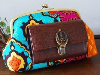 アフリカの風と大地を感じるショルダーガマ財布の画像
