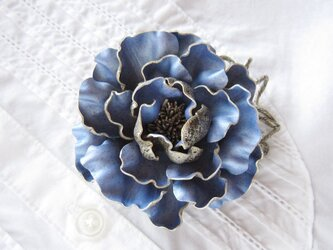 革のコサージュ オールドローズ(サックスブルー)の画像