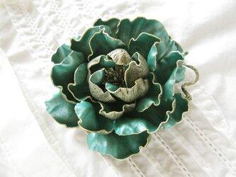 革のコサージュ オールドローズ(エメラルドグリーン)の画像