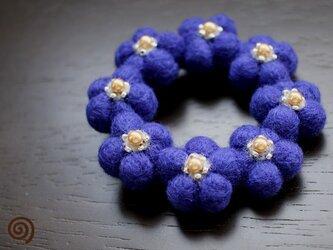 小花のリースブローチ*ブルーの画像