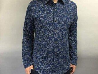 吉兆藍木綿シャツ(唐草模様)薄藍の画像