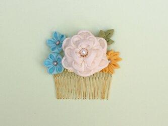 正絹ちりめん 椿の花寄せコーム 白  つまみ細工 かんざしの画像