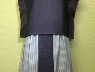 コットンデニムのおしゃれ婦人服とスカートのセットの画像