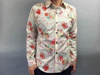長袖和柄シャツ(流水に花模様)の画像