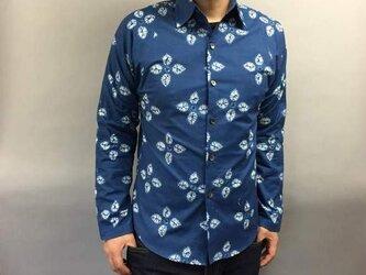 長袖和柄シャツ(藍絞り風)の画像