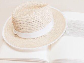 blanche hatの画像
