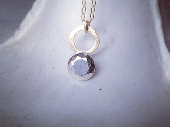 silver stone necklace ラウンドカットの画像