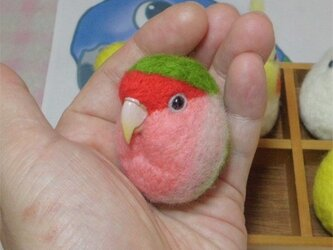 コザクラインコ ノーマル  羊毛フェルト 小鳥マカロン(?)選べる2タイプ(マグネットまたはブローチ)【受注製作】の画像