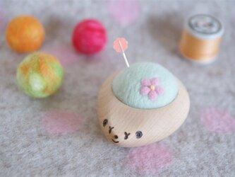 ハリネズミの羊毛ピンクッション【針山】お花 はるいろの画像