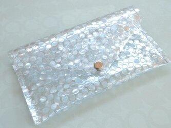 ゆらゆらきらめく水玉模様・レター型 ビニール ポーチ Smallの画像