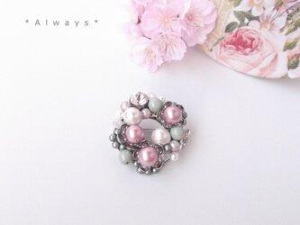 桜と若葉のブローチ②の画像