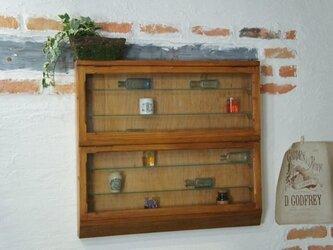 アンティーク調 壁掛け ガラス棚 飾り棚 ショーケース コレクション ケース 店舗什器 小物入れの画像