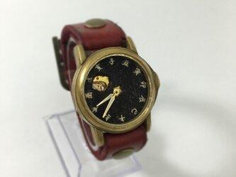 黒の腕時計 黒世界の画像