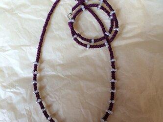 結びとビーズのネックレスの画像