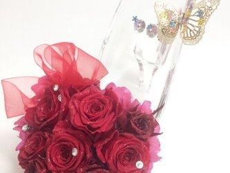 【プリザーブドフラワー/ガラスの靴シリーズ】情熱の赤い薔薇にスワロフスキーの永遠の輝きを添えての画像
