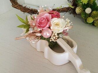 発表会 プリザーブドフラワー バイオリン ピンクの画像
