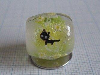 とんぼ玉 黒猫と花 (黄色)の画像