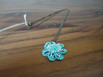 SALE! いちごの花(ブルー)ペンダントトップの画像