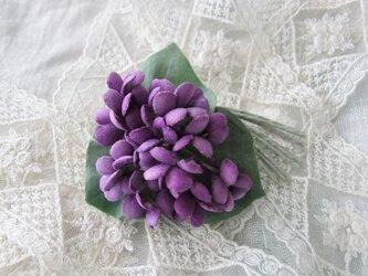 スミレのコサージュ赤紫の画像