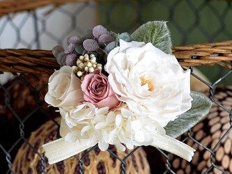 【ホワイトモーブピンク】コサージュ バラ アジサイ プリザーブドフラワー 発表会 結婚式 七五三 ヘッドドレスの画像