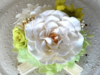 【 ホワイト&グリーン】 コサージュピン バラ アジサイ プリザーブドフラワー 発表会 結婚式 入学式 ヘッドドレス 七五三の画像