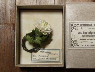 シロツメクサのブローチ*布草花*の画像