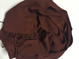 天然樹皮染料で染色した蓮糸のマフラーの画像