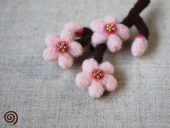 桜の枝ブローチの画像