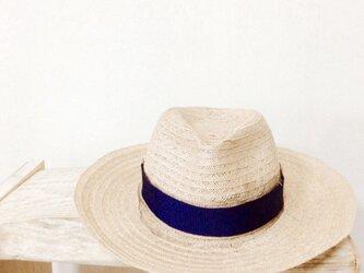 Blue hatの画像