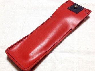 赤色のペンケースの画像