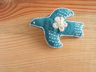 鳥さんブローチ ピーコックブルー、お花ベージュの画像