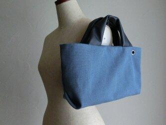 アンティーク加工の帆布に革の持ち手バッグ(ブルーグレー)の画像
