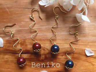 Beniko スワロフスキーと蔦のピアスの画像
