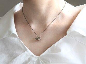 つぶつぶモチーフのネックレス(アンバーブラウン)の画像