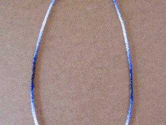 ブルーサファイアとシルバーのネックレスの画像