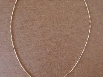 ブルーフェザーとゴールドビーズのネックレスの画像