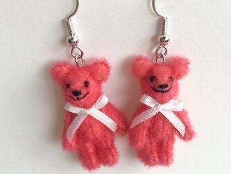 テディベアピアス 赤系ピンクの画像