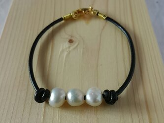 ヨーロッパ製 leather & pearlの画像