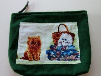 キルトと子猫のポーチの画像
