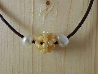 ヨーロッパ製 leather & pearl necklaceの画像