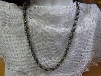 ビーズ編み込みネックレスの画像