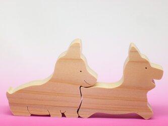 送料無料 木のおもちゃ 動物組み木 仲良しコーギーの画像