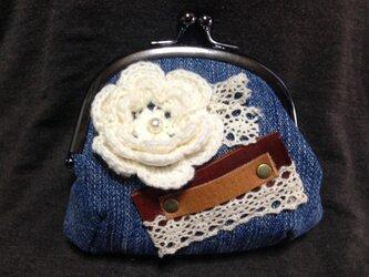 デニム生地のがま口財布☆お花のモチーフbの画像