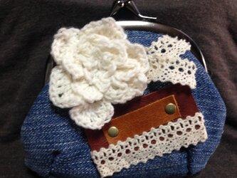 デニム生地のがま口財布☆お花のモチーフcの画像